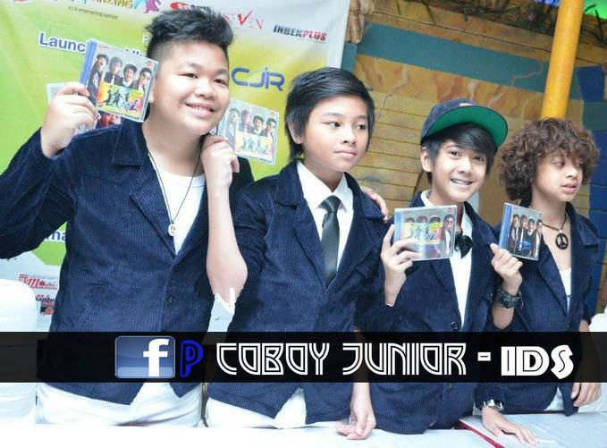 COMATE !! WOW ny donk :D Launching Album Perdana CJR nih