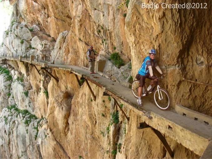 Hari Minggu kemarin nyoba GOWES EXTREME.... di dinding jurang gunung Ukir........ wooouuww... lumayan ngeri....!!!!!