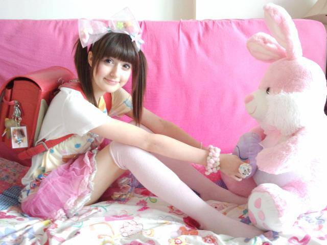 NyappyChocoChan with pink doll.. ^_^