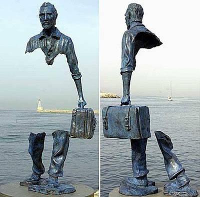 Patung unik karya Bruno Catalano. Berlokasi di Perancis. ... Wkwkwk... Unik ya Bang ... WOW WOW WOW