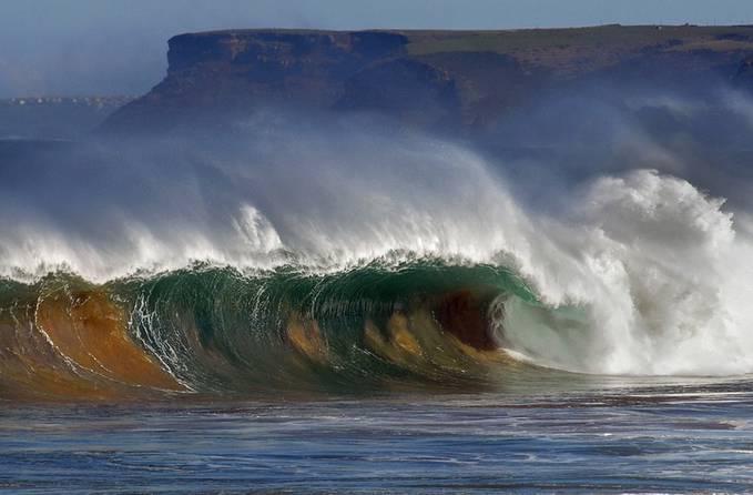 Pantai Tujuan Surfing dengan Ombak Terganas