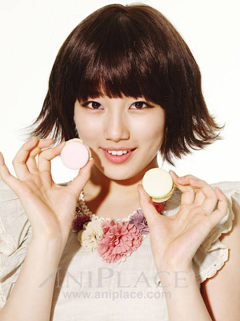 suzy with macaroon