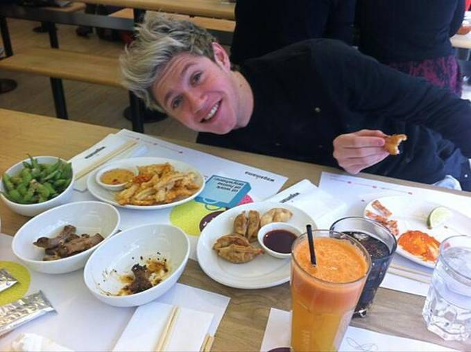 eat time for niall :D ^_^ >3