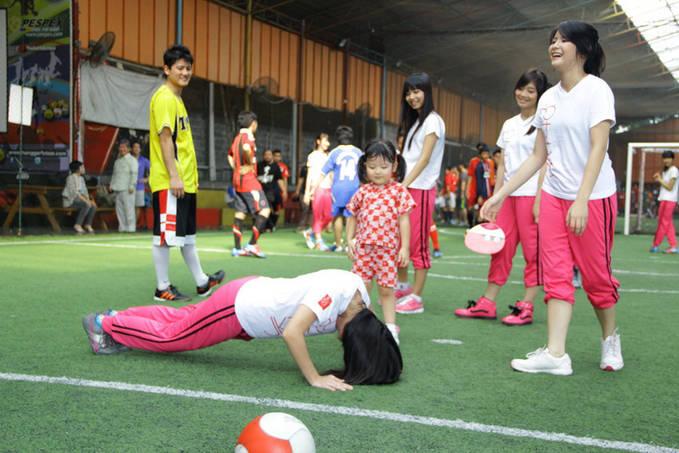 Foto Nabila JKT 48 Di Suruh Push - Up Lihat Foto Lainnya di sini : http://pintuceria.blogspot.com/