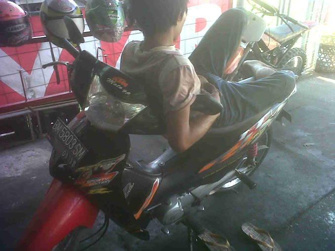 Perjalanan Seru Dan pengalaman yg tak terlupakan Dengan Motor Honda ku :)