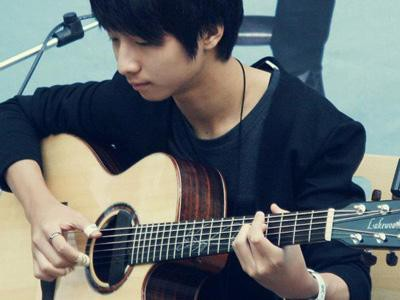 kalian tau ? ini adalah artis muda yg bernama sungha-jung :) dia berasal dari korea *katanya :D Dia pintar bgt memainkan guitar , bagi yg suka bermain guitar ayo , kasih wow :p