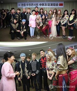 SNSD & SJ at Korea-China Friendship concert backstage