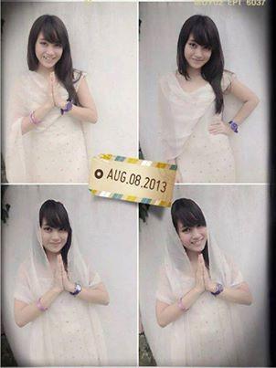 nih, foto nabilah JKt48 berhijab waktu lebaran, cantik.kan WOW.nya dong...!!!