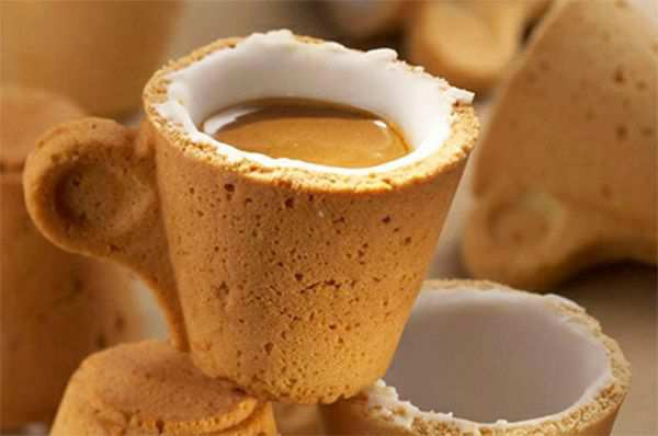Hmm, mug yang bisa dimakan Cookie Coffee Cup Klik wow kalo kamu pingin :)