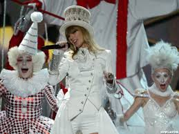 taylor swift di 2013 grammy awards, menangin 1 grammy buat safe and sound loh!