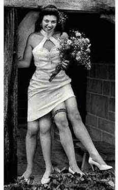 wow.!!! wanita ini mempunyai kaki empat.!!! wow kan.?