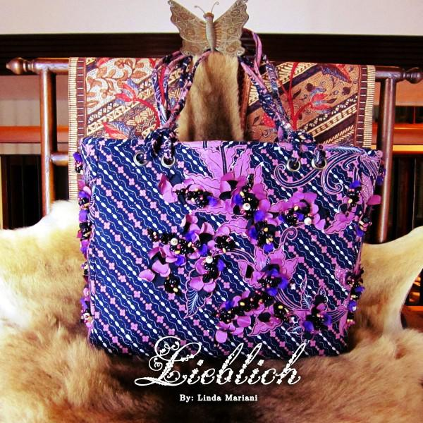 LIEBLICH_LL04_BLACKPINK size : 34 x 30 (cm) Please Check our: Fb: www.facebook.com/lieblichbags Website: www.lieblichbags.com Pin BB: 2A485159 Phone (message only):081280000989 #Bags #Wallet #ShoulderBags #Fashion #Tas #Batik