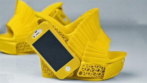 Unik, Sepatu Ini Bisa Jadi Sekaligus Case Iphone!