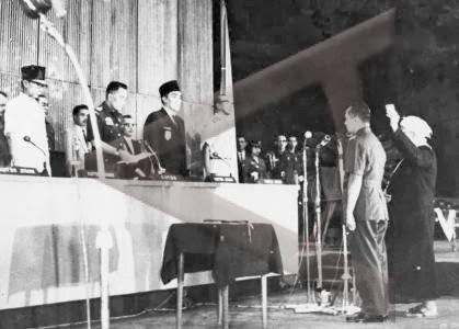 Hari Ini 12 Maret : Sidang MPRS Menunjuk Soeharto Menjadi Pejabat Presiden Indonesia