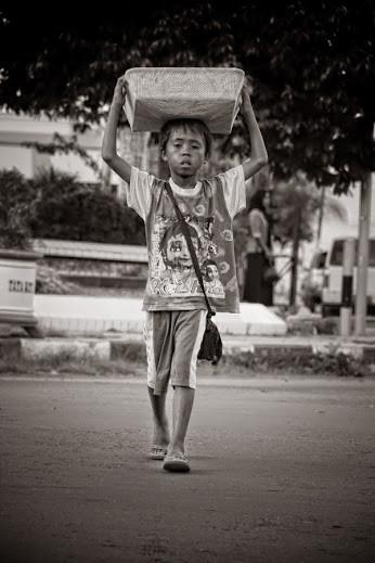 Kisah Inspirasi - Anak Kecil Penjual Kue (nyesel gx baca)