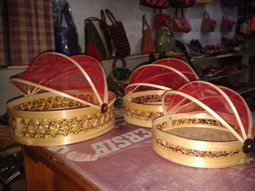 Tempat roti bulat kerajinan tangan rajapolah kerajinan khas rajapolah tasikmalaya Info lebih lanjut Anda bisa hubungi ke : No hp : 085222308405 PIN BB : 76AA8749 (