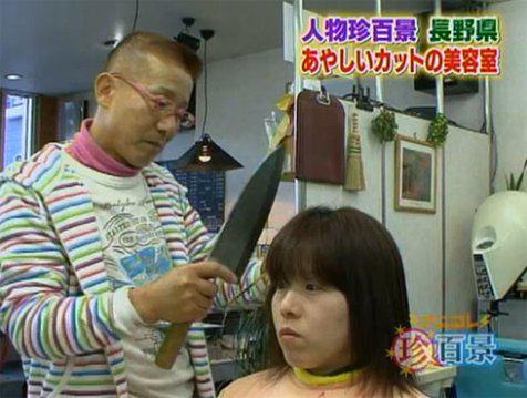 Tukang Cukur Ini Pakai Pisau Daging untuk Potong Rambut