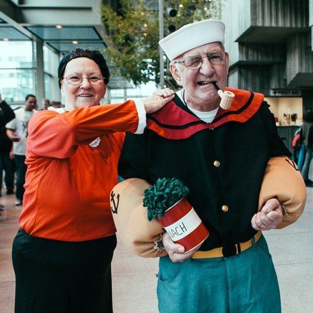 Cosplay Popeye dan Olive Oyl. Walaupun terlihat sudah tidak belia, tetap tampak keren!