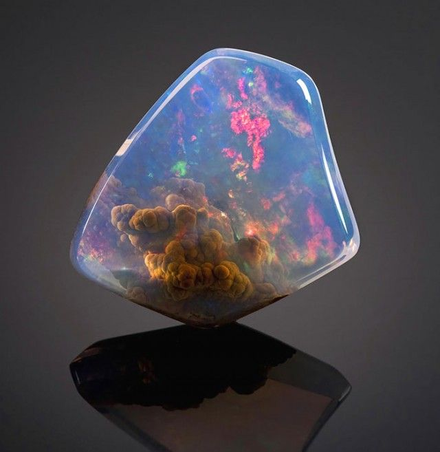 Luz Opal with â??The Galaxyâ?? inside