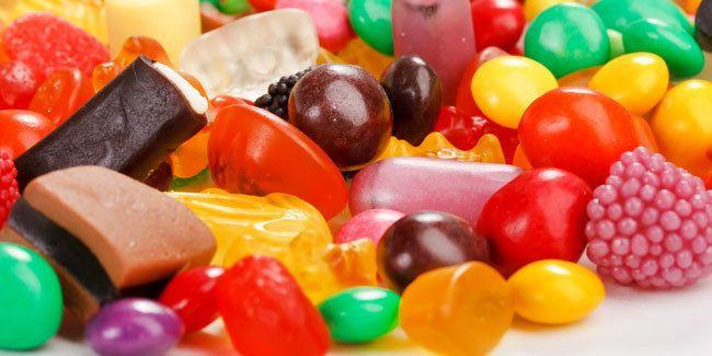 Suka makan makanan manis, seperti permen, dodol, sirup, roti, dll.