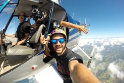 WOW! 18 Foto Selfie Ekstrim yang Keren Abis