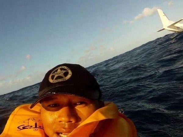 Selfie setelah kecelakaan pesawat