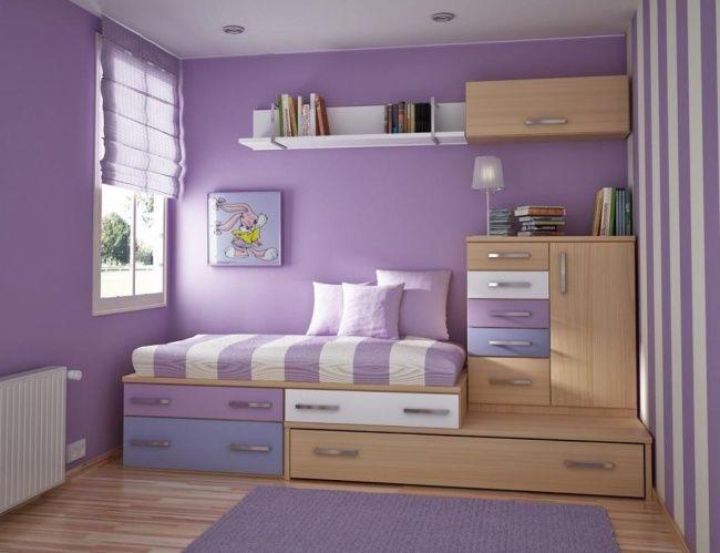 Kamar bernuansa ungu ini cocok banget buat para cewek-cewek. Dibawah tempat tidir ada beberapa laci yang bisa kamu manfaatkan sebagai lemari atau tempat buku.