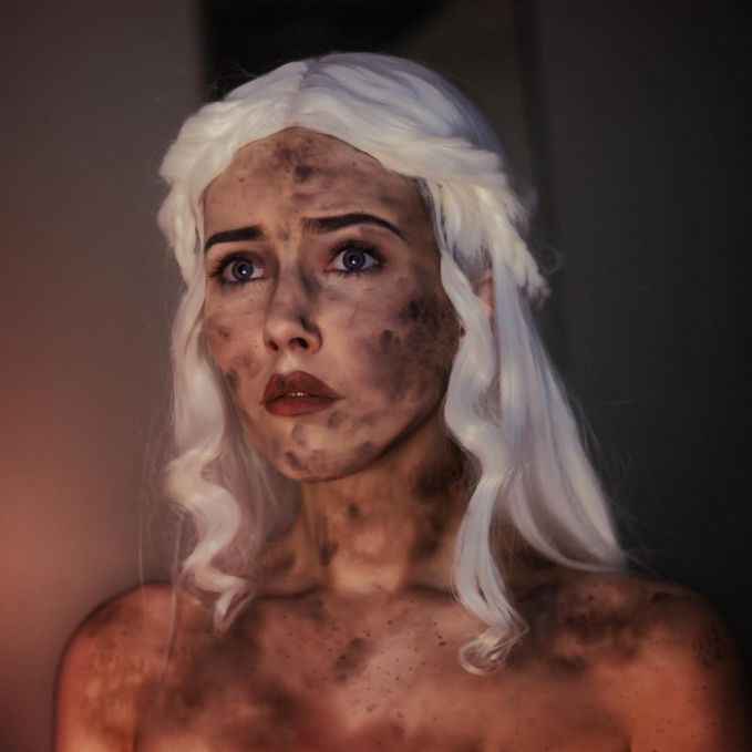 Kenal dengan tokoh Mother of Dragons? Itu tuh di film series Game of Thrones nya.