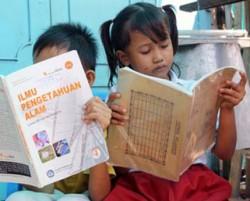 8 Buku yang Bikin Kita Deg-Degan Kalau Gak Dibawa ke Sekolah, Buku Nikah Gak Masuk Lho !