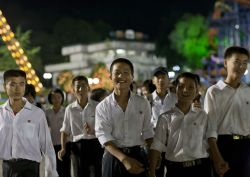 Jarang Terekspose Media, Beginilah Wajah-Wajah Penuh Senyum Penduduk Korea Utara