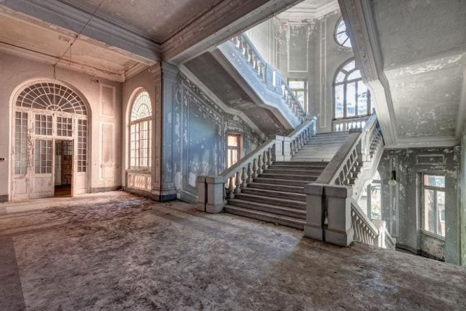 Bangunan-bangunan di dalam kastilnya masih terlihat kokoh lho pulsker walaupun sudah lama ditinggalkan. Kalau diperbaiki lagi pasti makin menarik ya?.