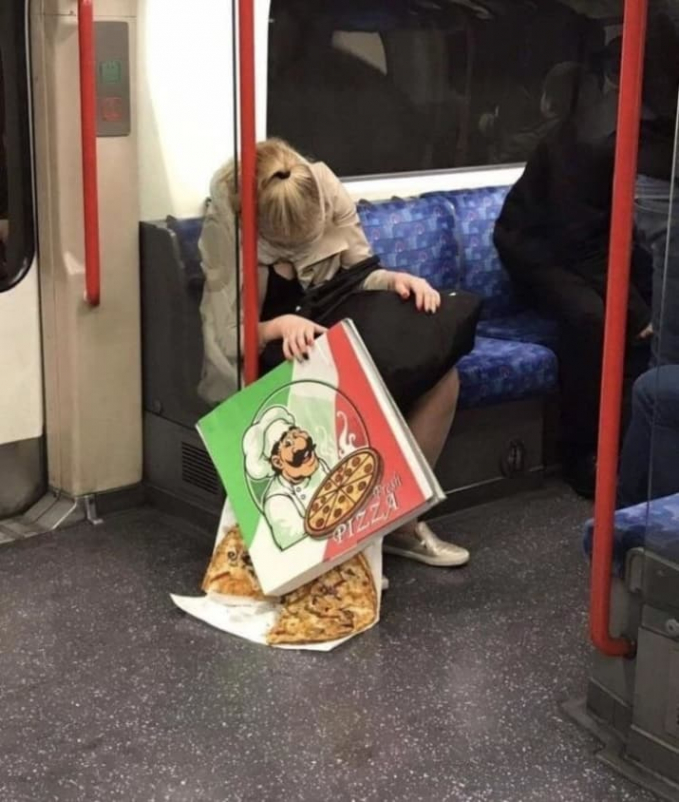 Akibat ketiduran di kereta, jadi gagal makan enak :D