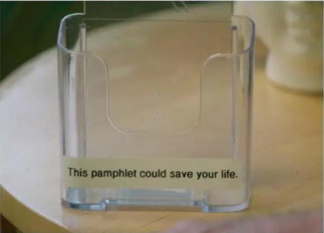 Brosur ini bisa menyelamatkan hidupmu. Dan sayangnya, brosurnya udah habis. Kasian deh loe :d