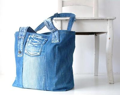 Kamu bisa membuat tas santai dan bisa dipakai saat jalan - jalan.