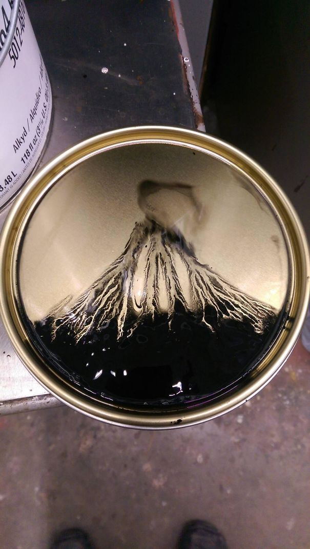 Di penutup kaleng pun seni menampakkan dirinya dengan tidak sengaja. Kali ini menyerupai gunung api. Keren yah!