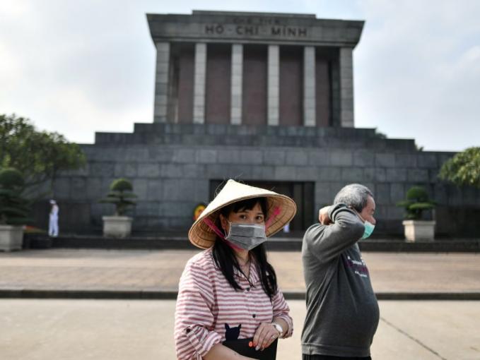 Ho Xin Minh Mausoleum, Vietnam Tempat ini pun sepi pengunjung. Adapun yang datang mereka pasti memakai masker untuk menjaga dirinya terpapar virus.