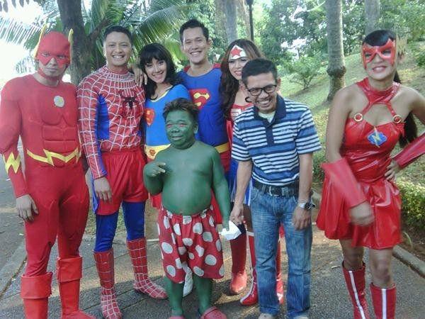 Cuma di Indonesia tokoh DC dan Marvel menjadi 1 frame.