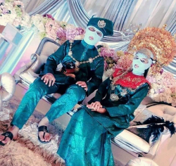 10 Tingkah Antimainstream Pengantin di Pelaminan